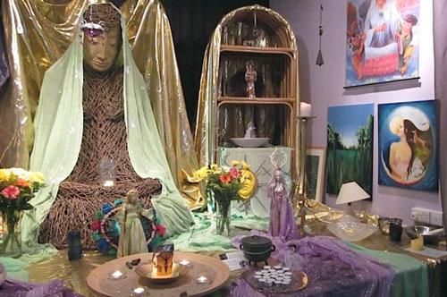 An altar in the Goddess Hall